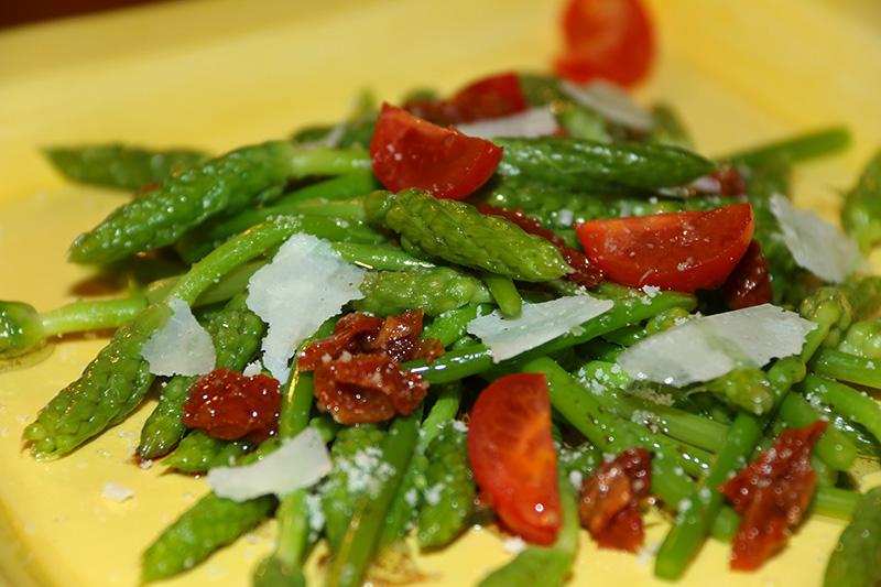 Salade d'asperges ornithogales aux tomates séchées et parmesan # Asperge Des Bois Saison Lorraine
